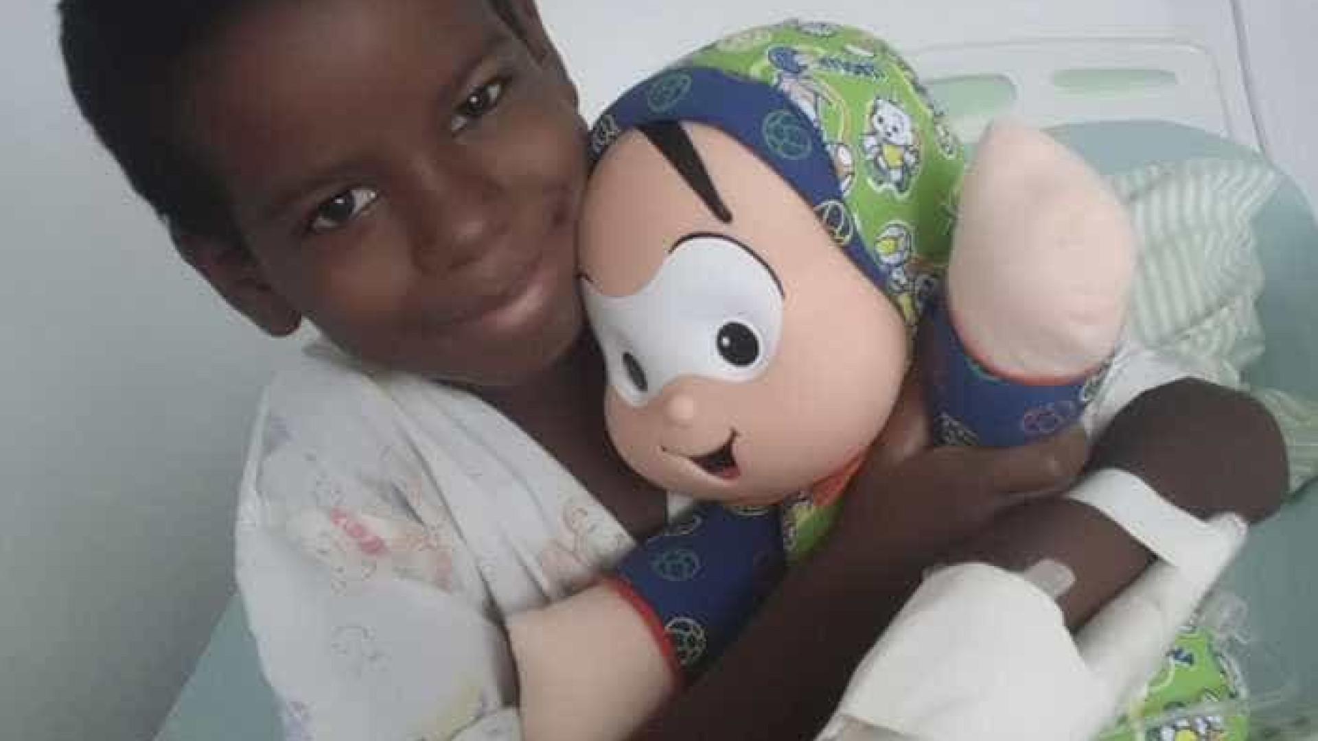 'Kit Dodói' ajuda criança com câncer a entender e enfrentar a doença
