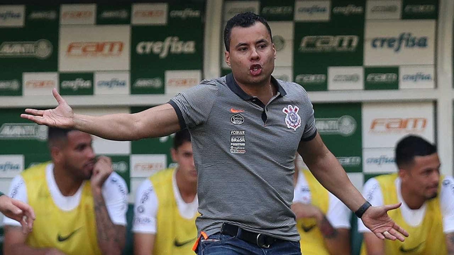 Andrés não confirma Jair no Corinthians: 'Garantido nem eu estou'
