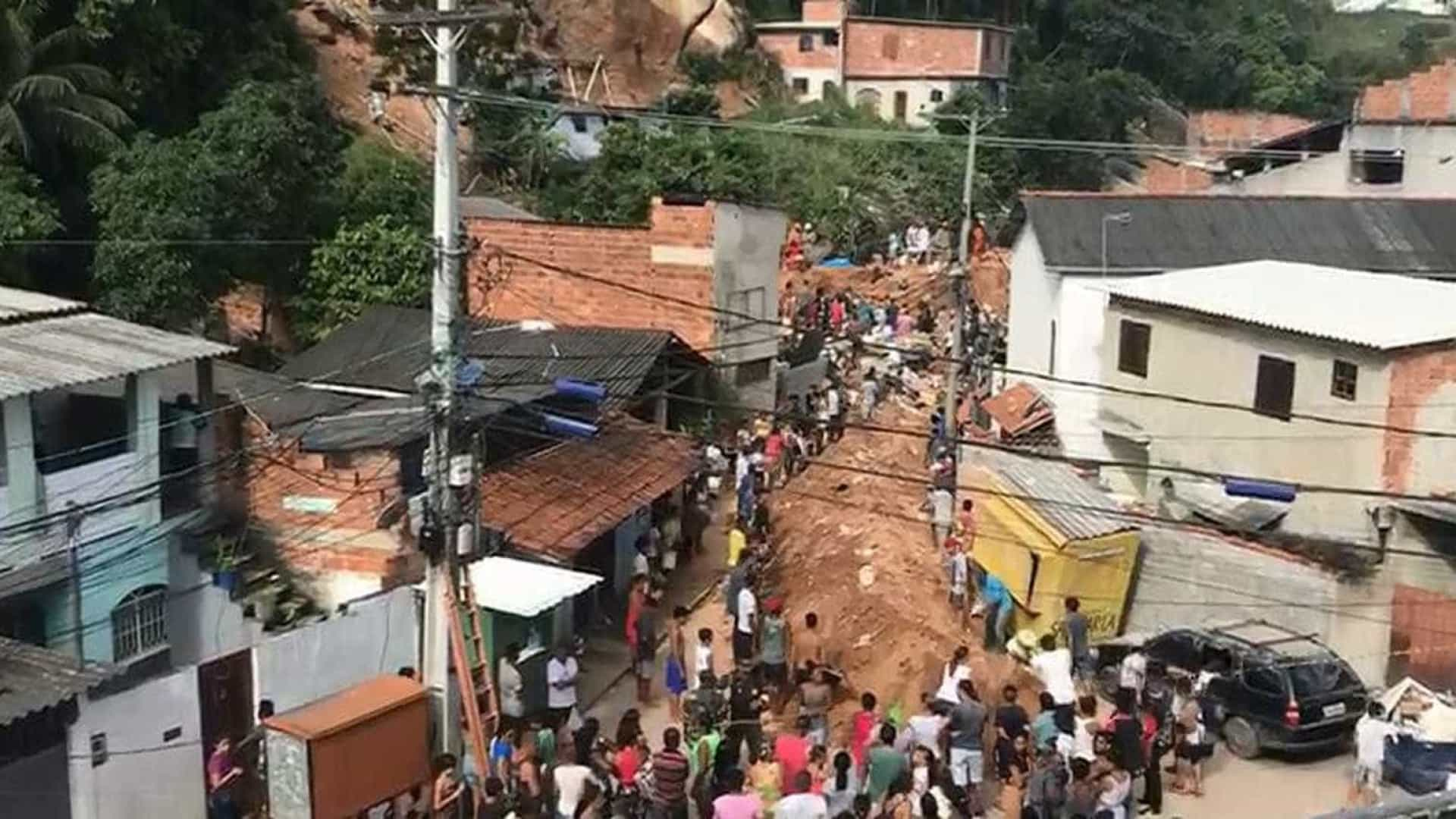 Mais 4 corpos são encontrado em Niterói; nº de mortos sobe para 14