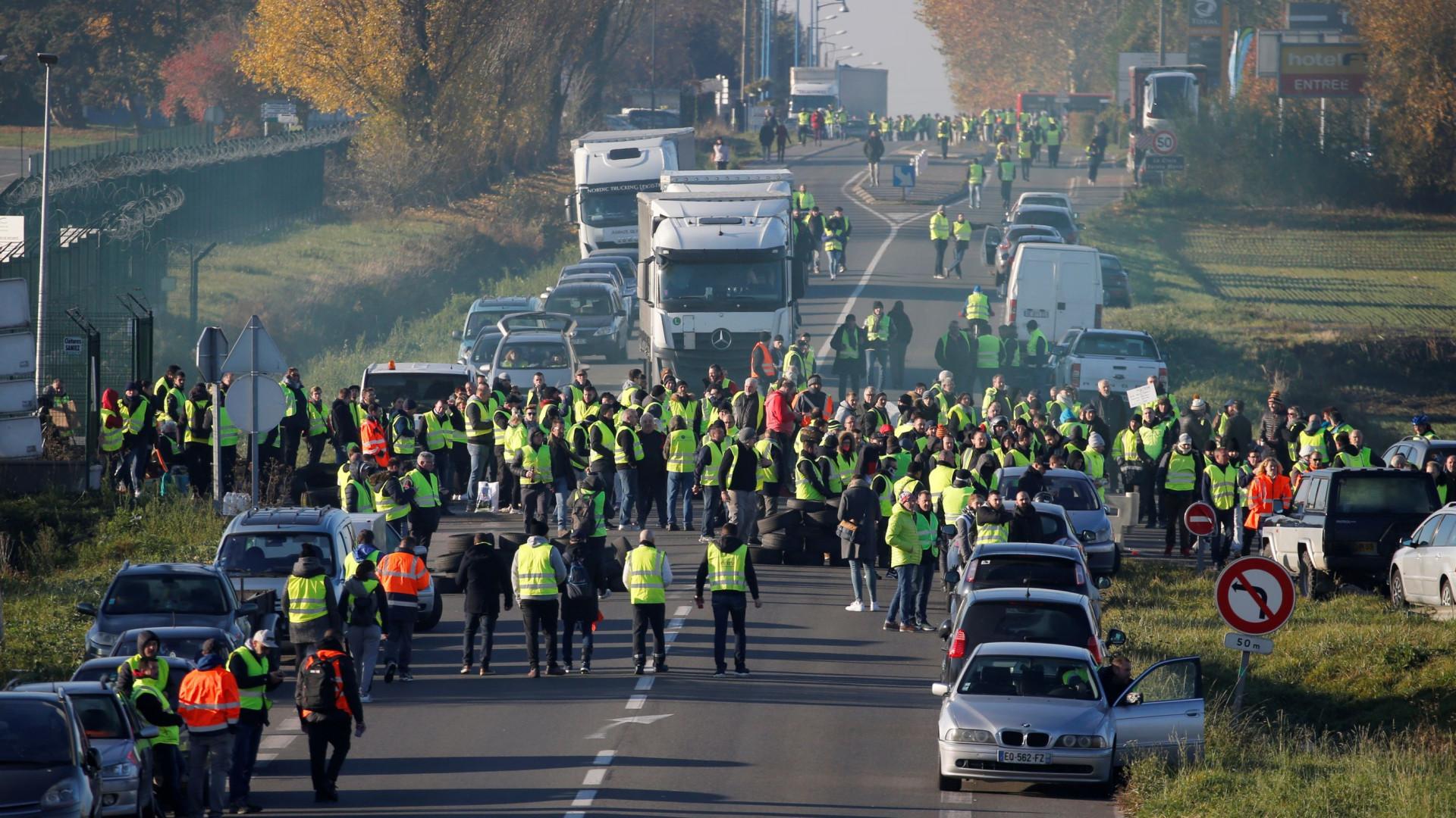 'Coletes amarelos' perdem força em mais um dia de protestos na França