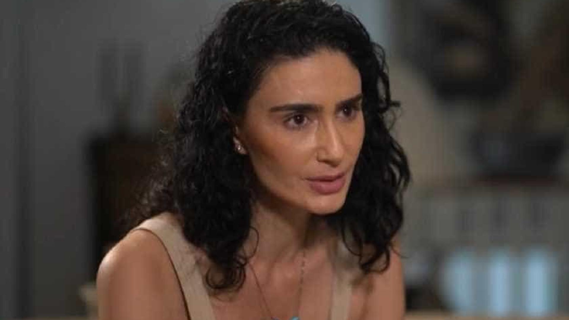 Atriz diz que teme morrer por ter provado agressões do marido