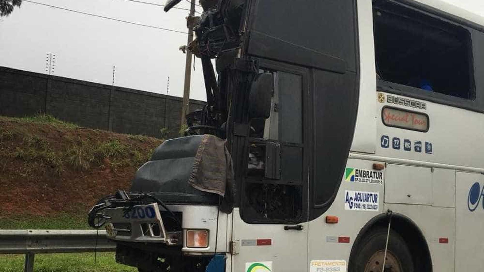 Acidente entre caminhão e ônibus deixa um morto e 17 feridos em Itu