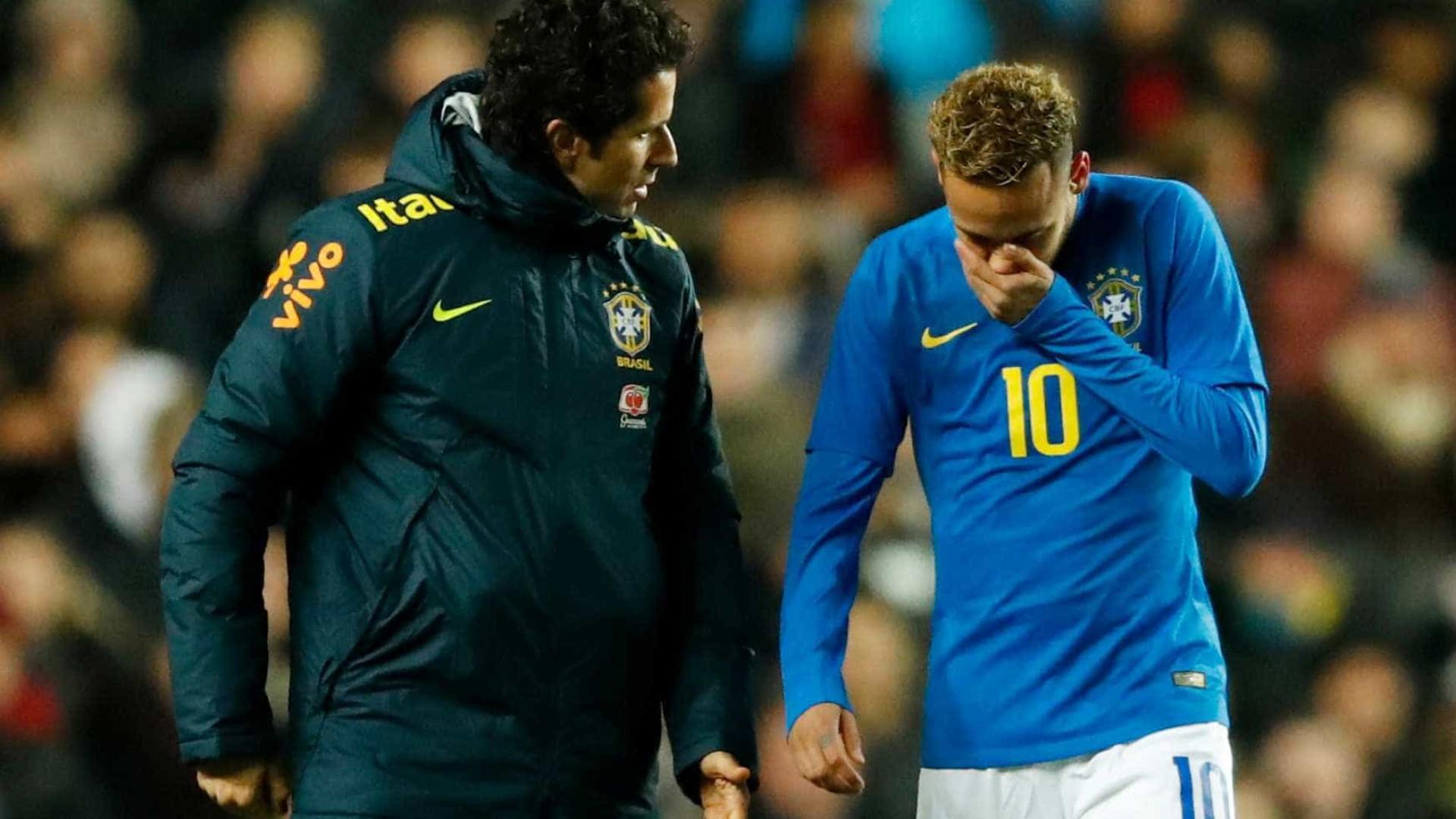 Neymar se lesiona e deixa amistoso aos 7 minutos do 1º tempo