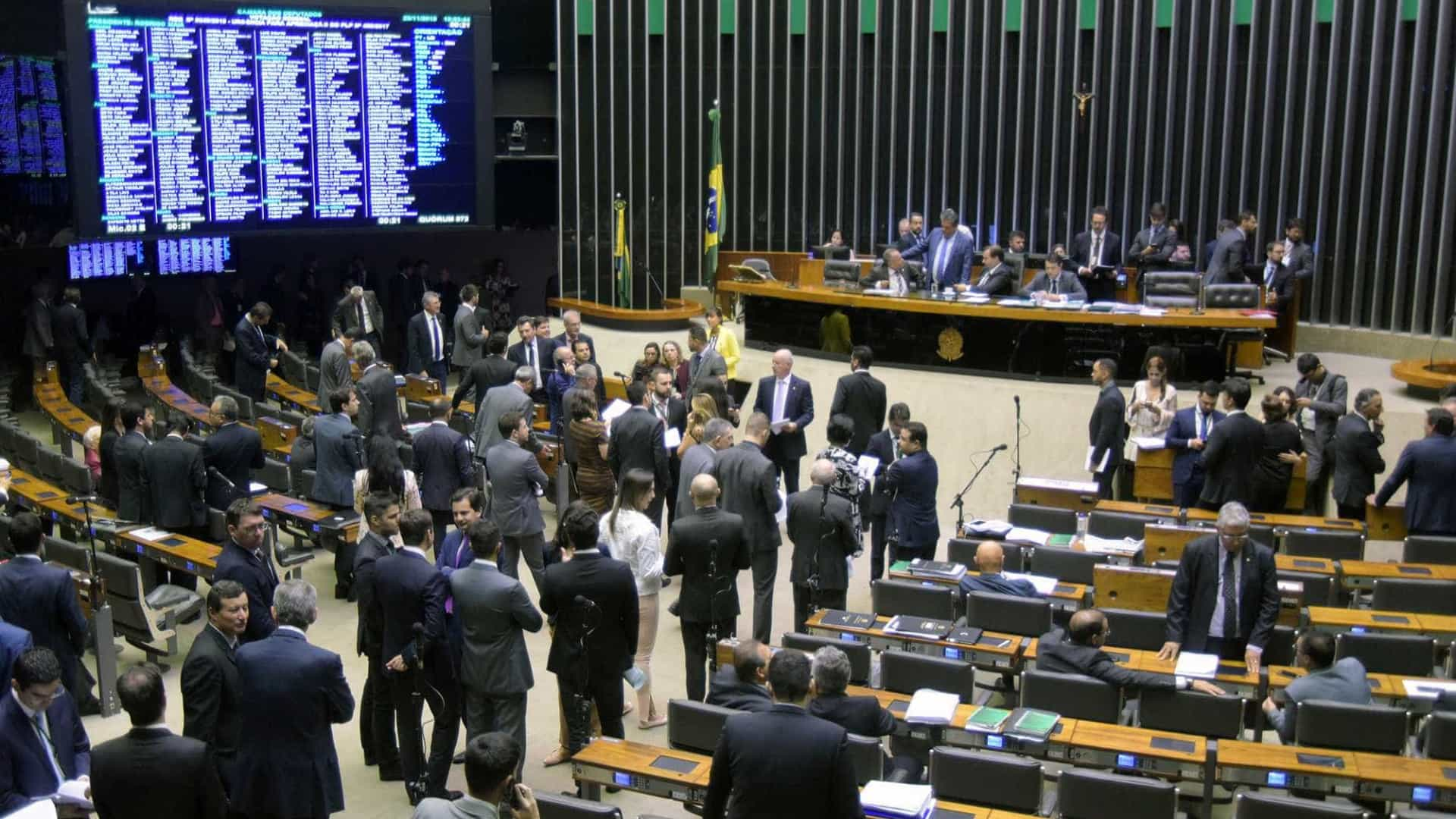 Após STF, Congresso prevê aumento de salário para deputados e senadores