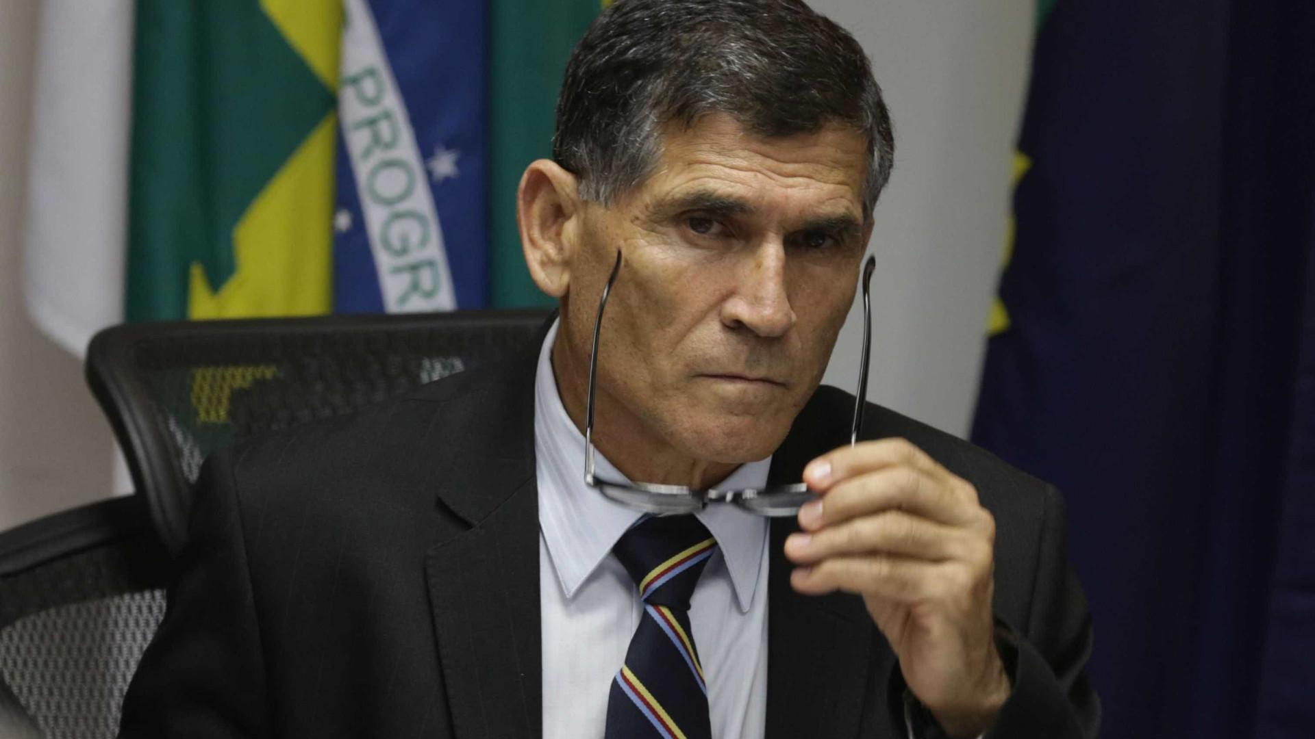 Contratos de comunicação serão revistos, diz chefe do governo