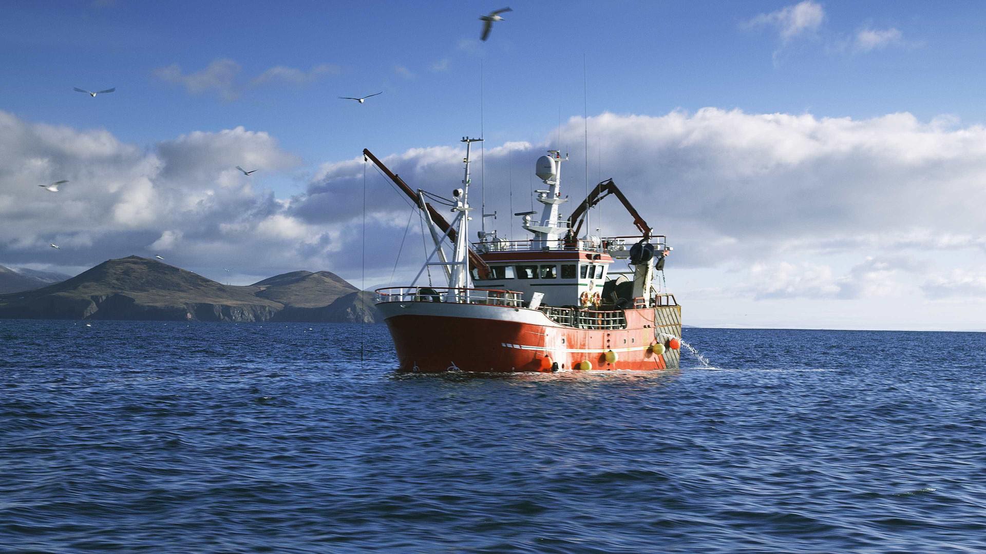 Navio de pesca brasileiro é atacado por chineses