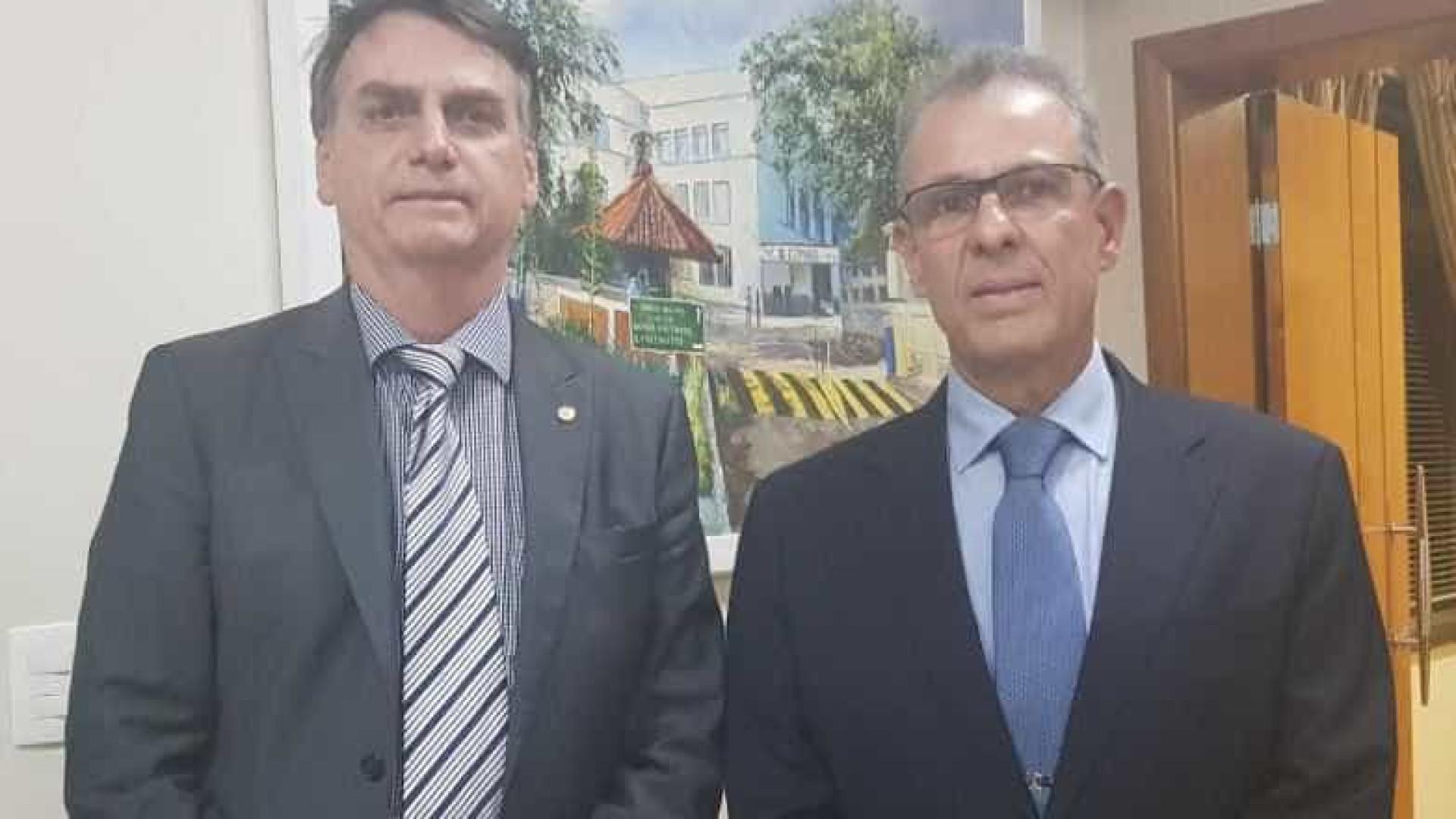 Bolsonaro anuncia diretor da Marinha como ministro de Minas e Energia