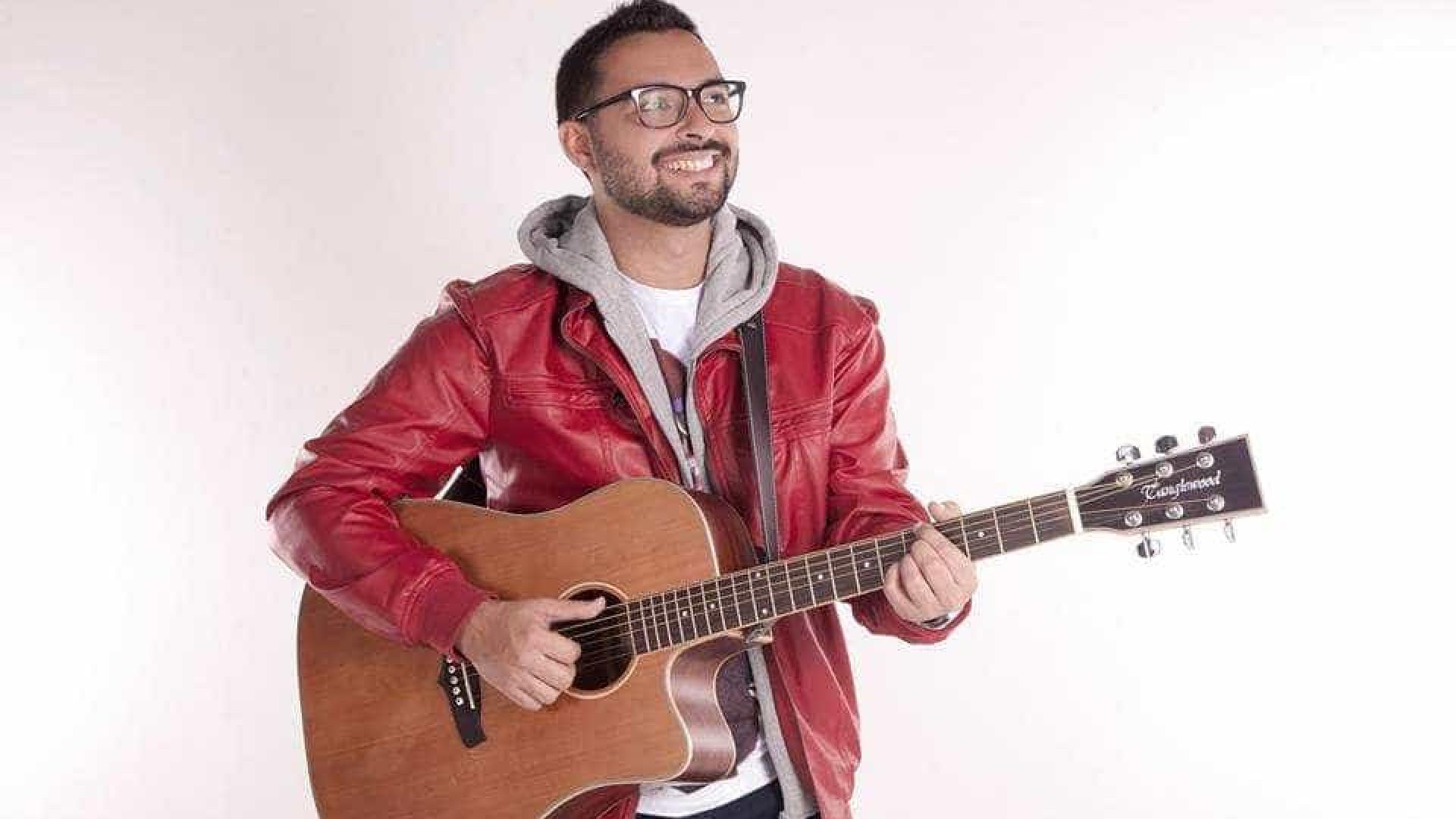 O cantor e compositor gaúcho que transforma música em 'produto'