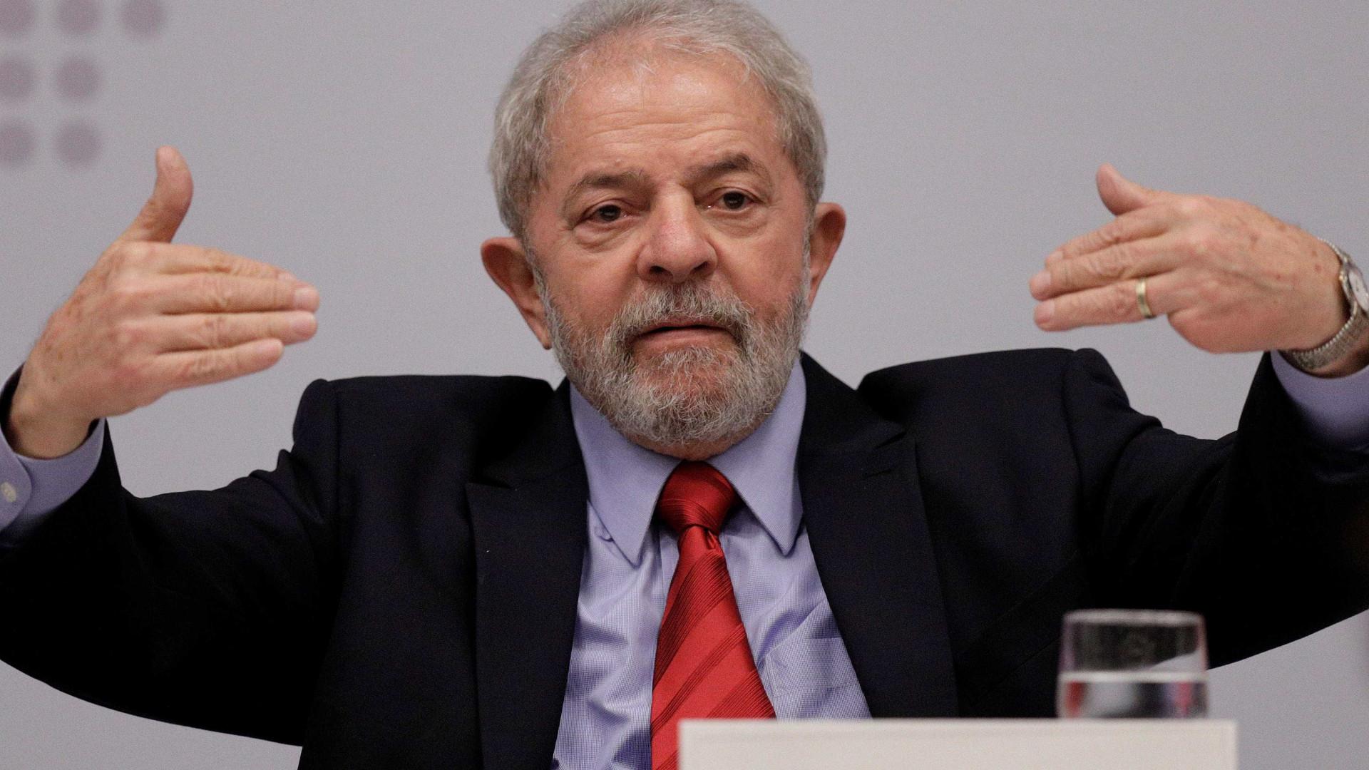 Defesa entra com pedido de liberdade de Lula após decisão do STF
