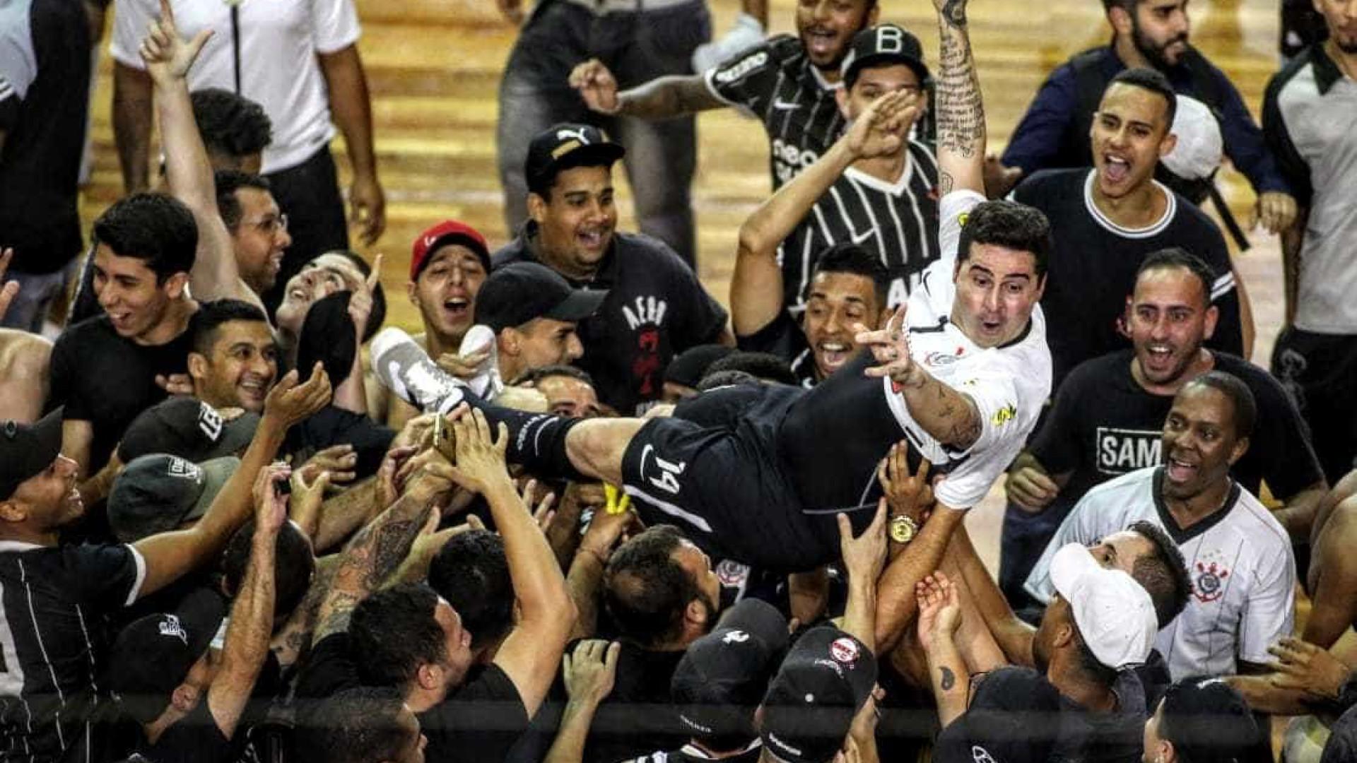No adeus de Falcão, Corinthians é campeão paulista de futsal