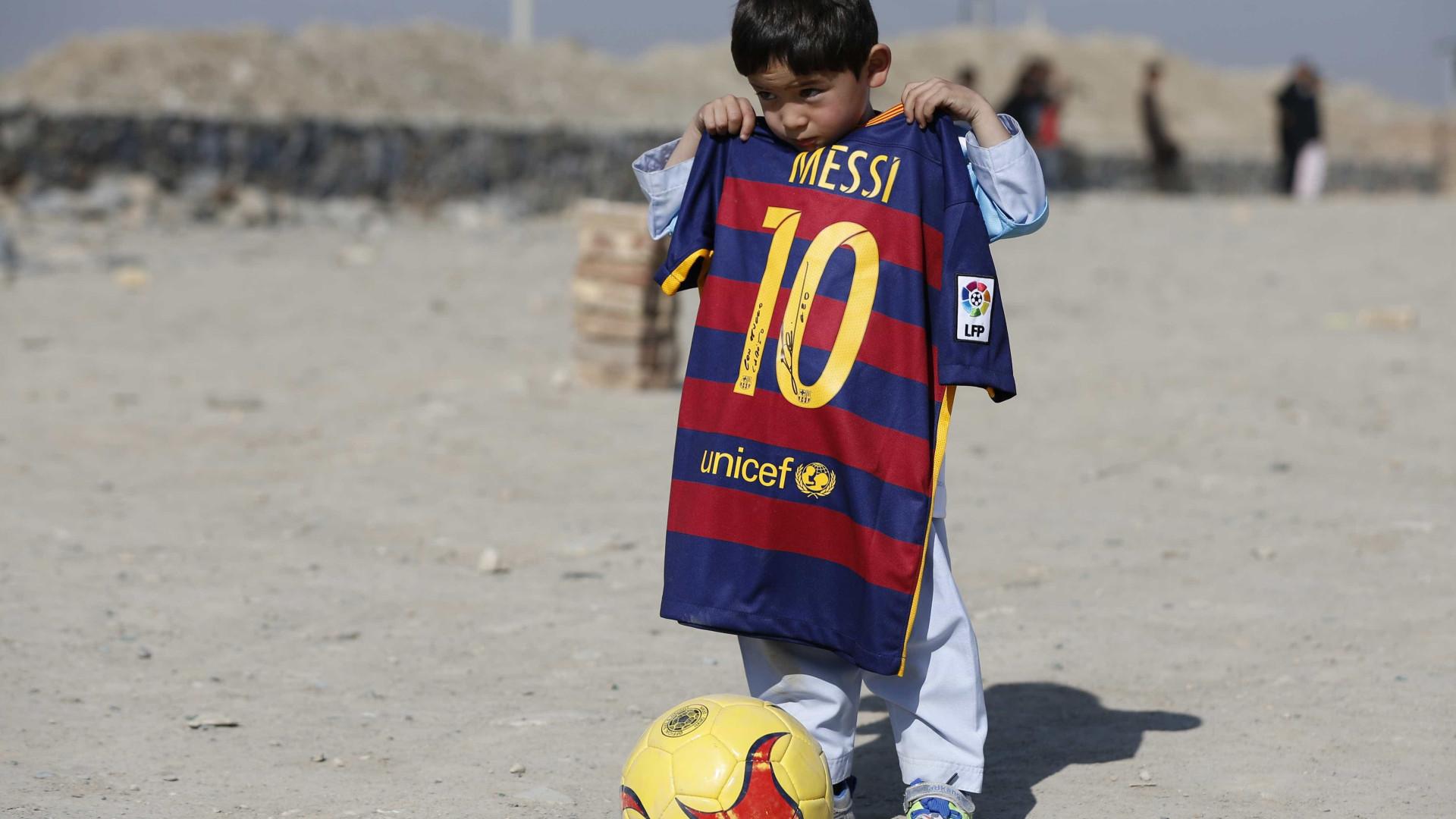 Família de afegão fã de Messi foge de casa por ameaças