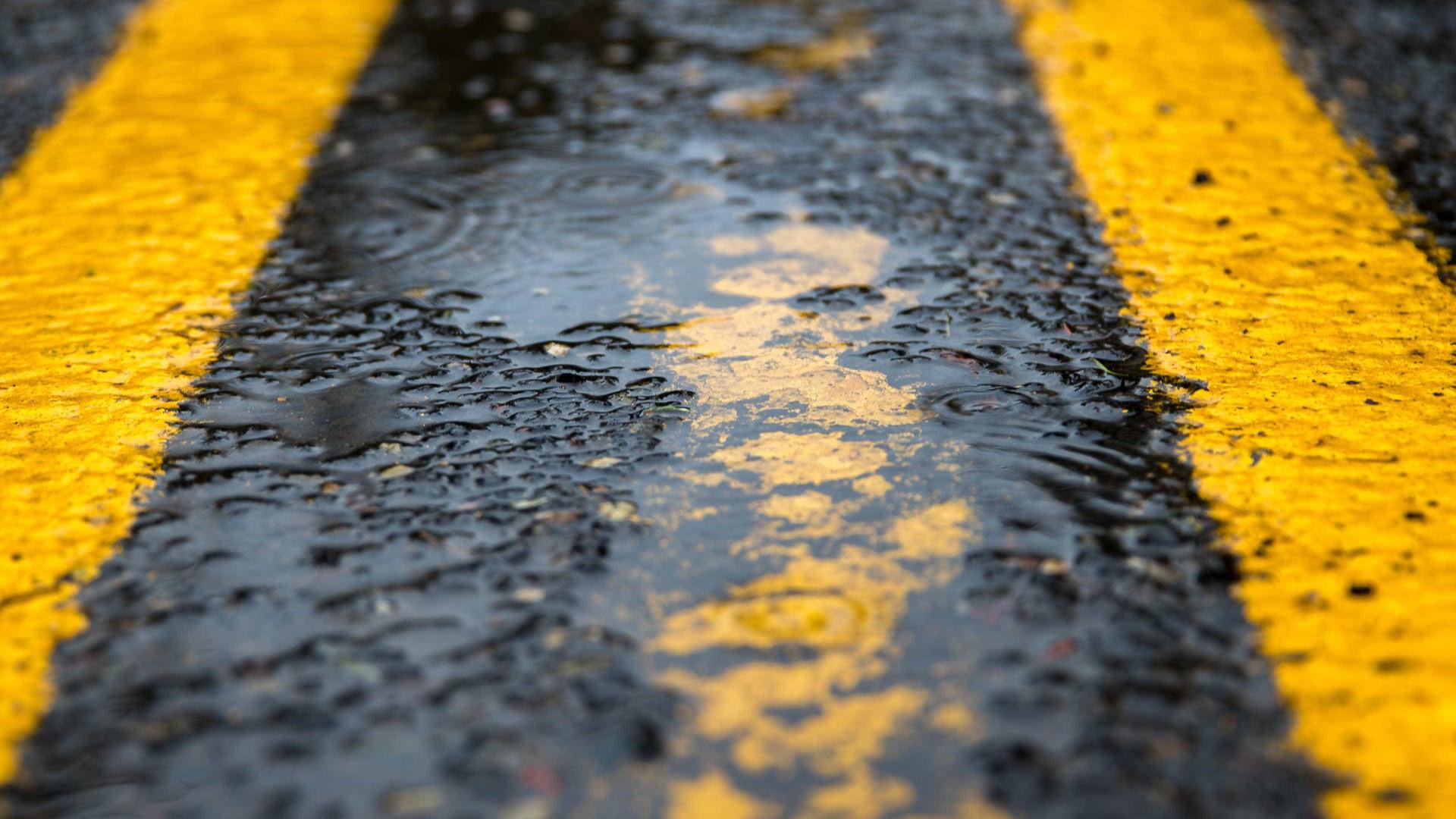 Calçada desmorona e rua de SP tem interdição há oito meses