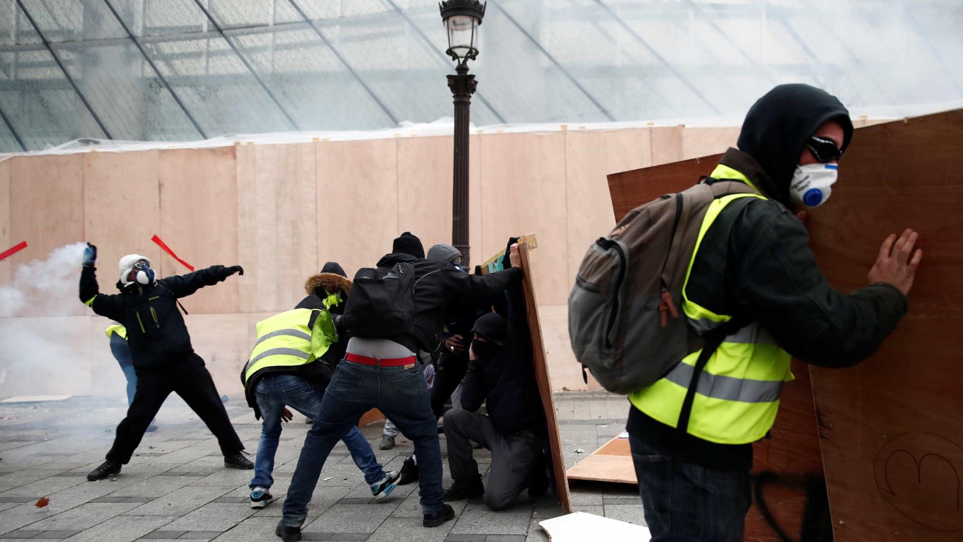 'Coletes amarelos' levantam bloqueio na fronteira italiana
