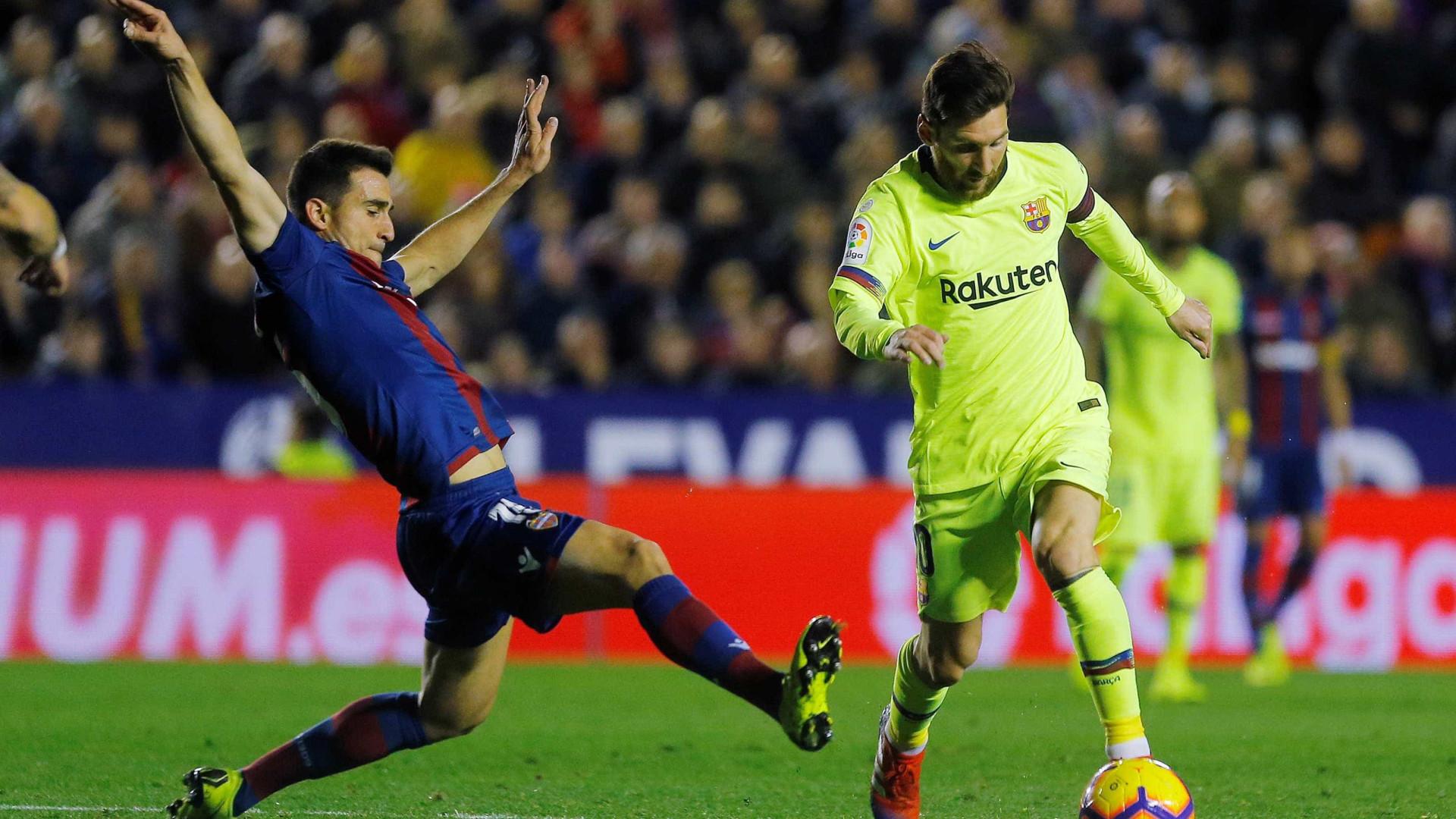 Com três gols e show de Messi, Barcelona atropela Levante no Espanhol