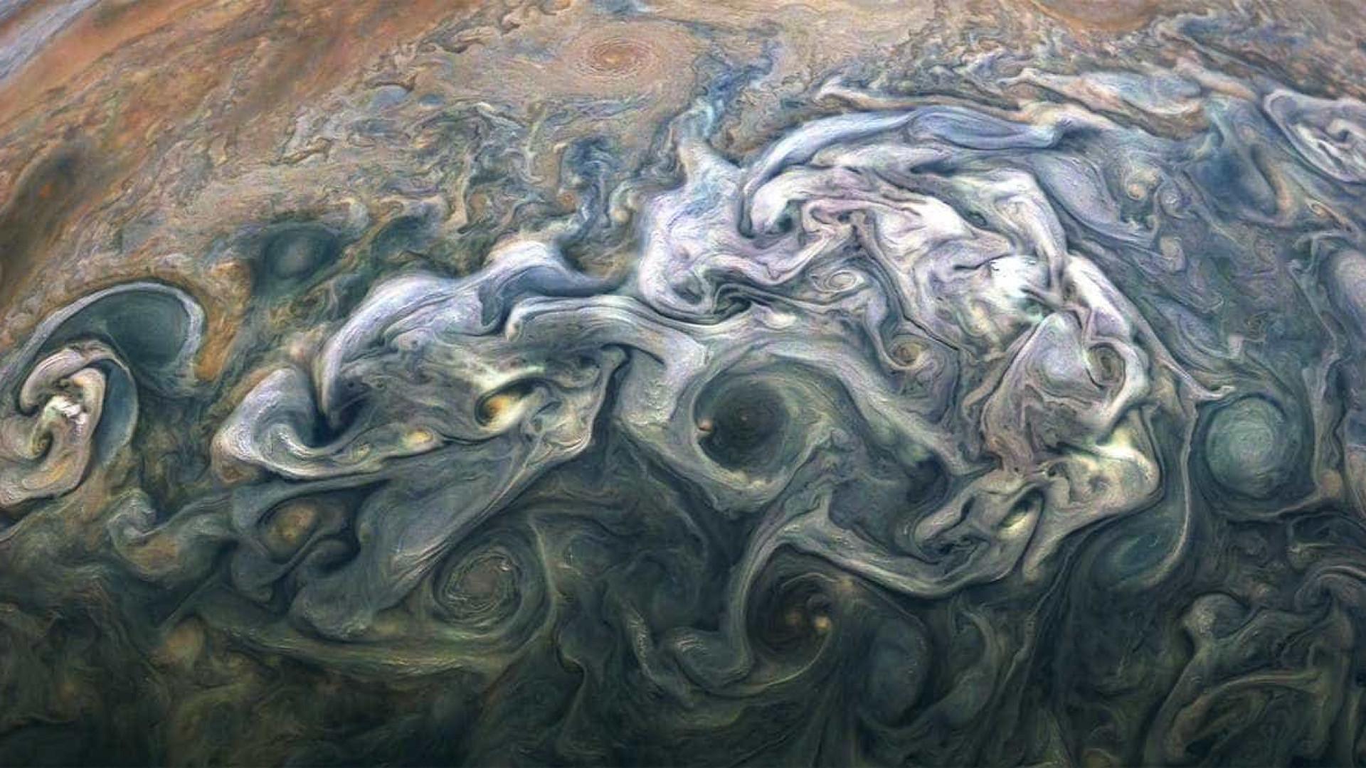 Sonda Juno envia novas imagens sensacionais de Júpiter