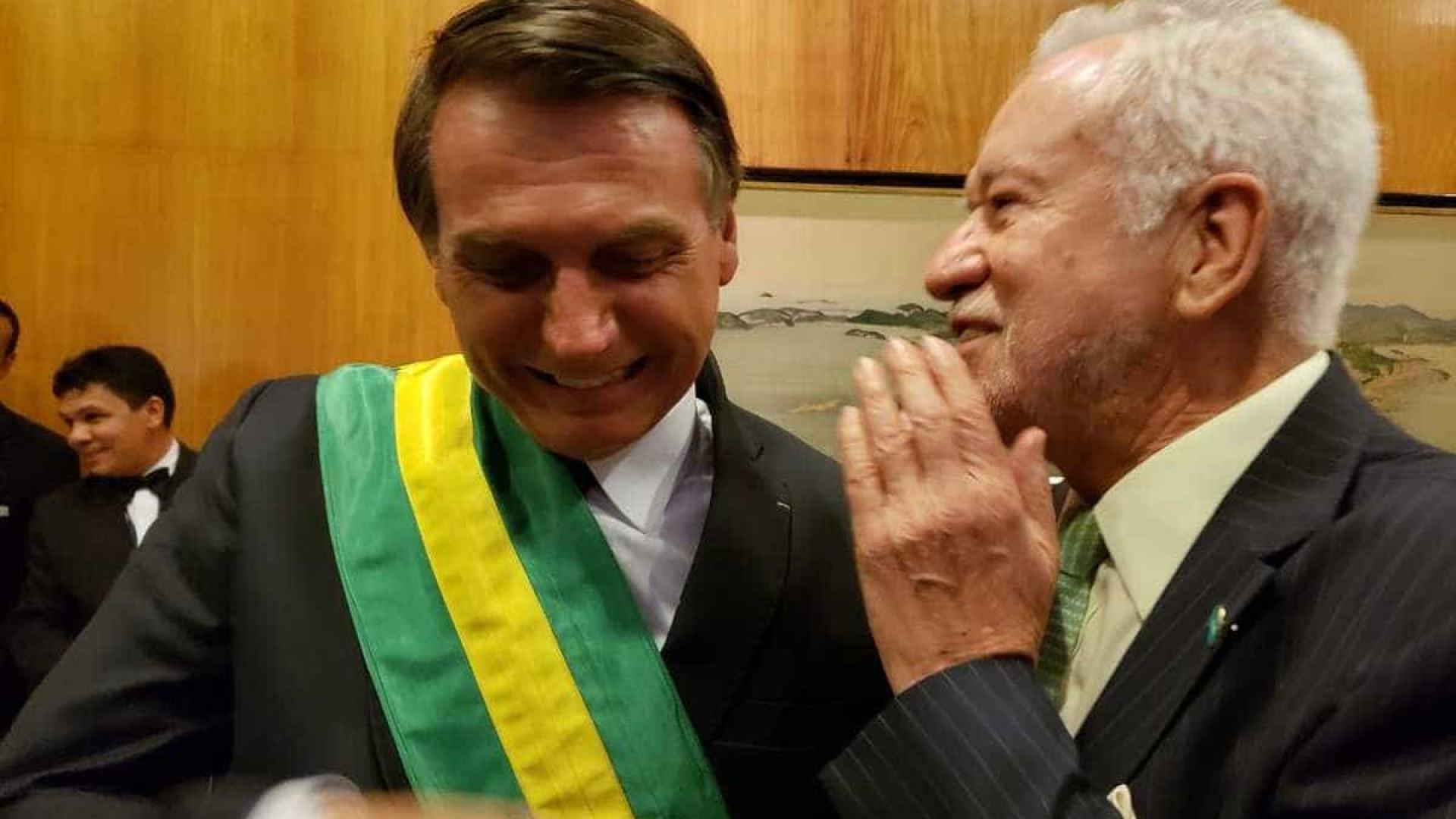 Alexandre Garcia tieta Bolsonaro e posta fotos em rede social