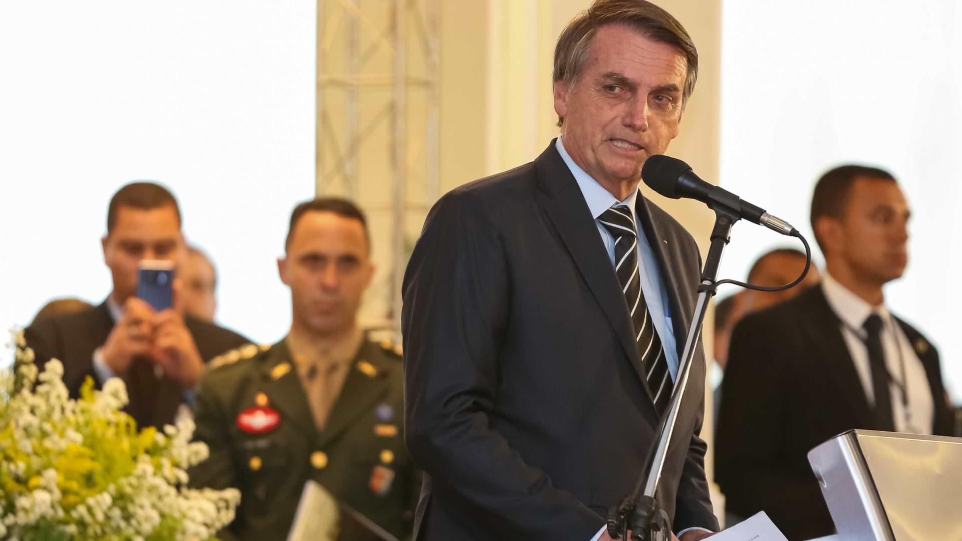 'Tá na cara que tem coisa errada aí', diz Bolsonaro sobre governo Temer