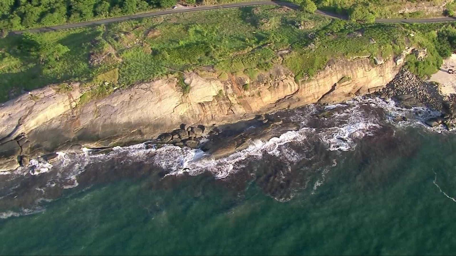 Casal morre afogado ao tirar selfie em pedras de praia no Rio