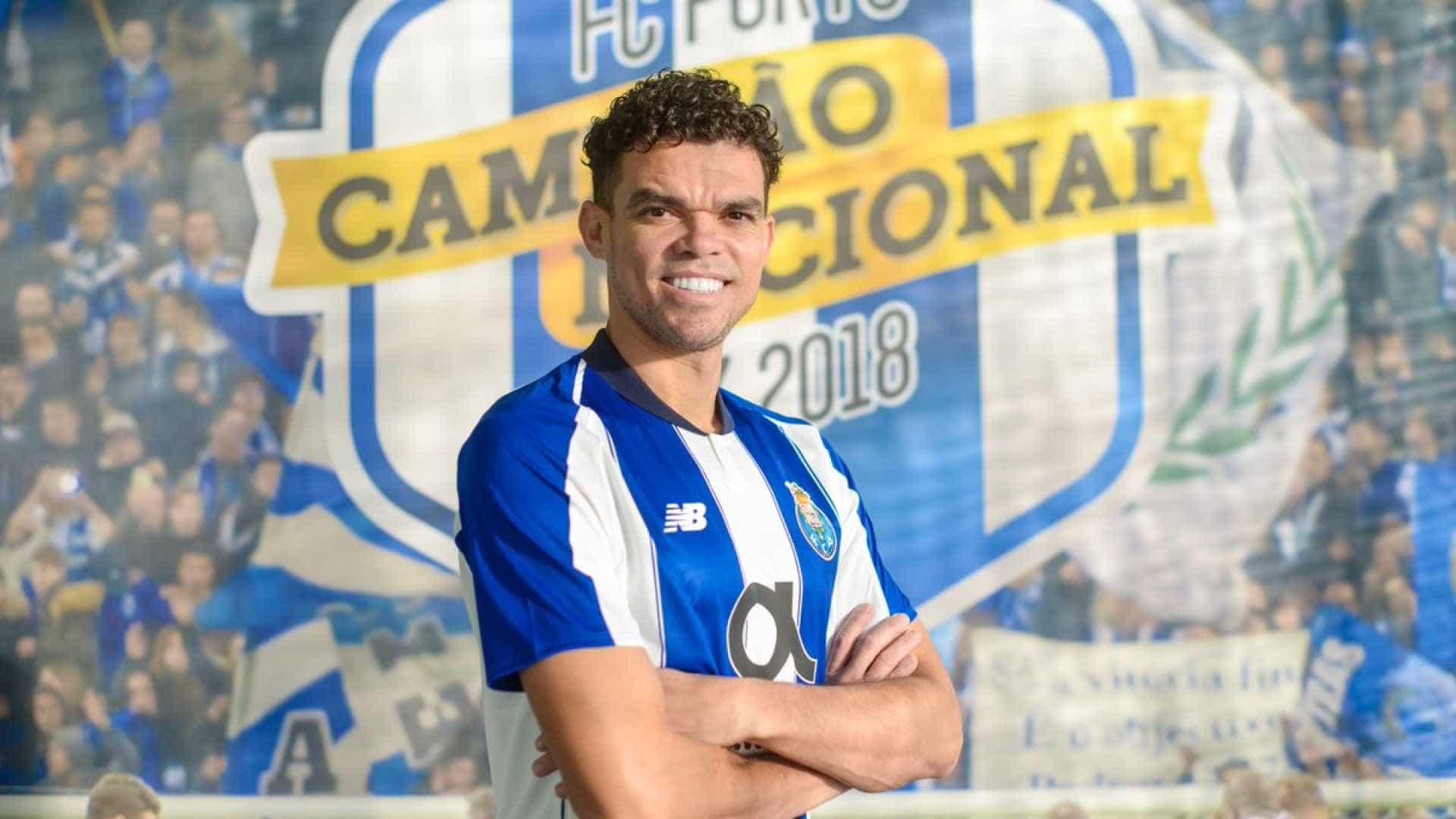 Porto anuncia retorno do zagueiro Pepe, que assina até 2021