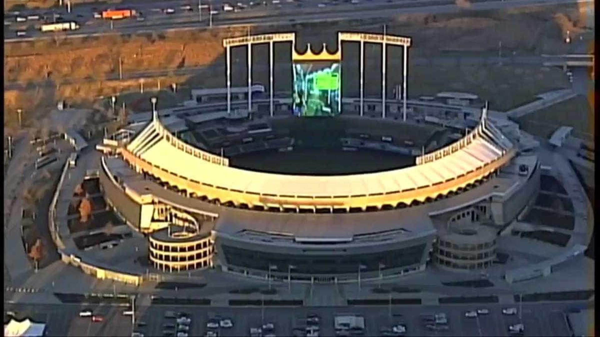 Helicóptero flagra alguém jogando Mario Kart em telão de estádio
