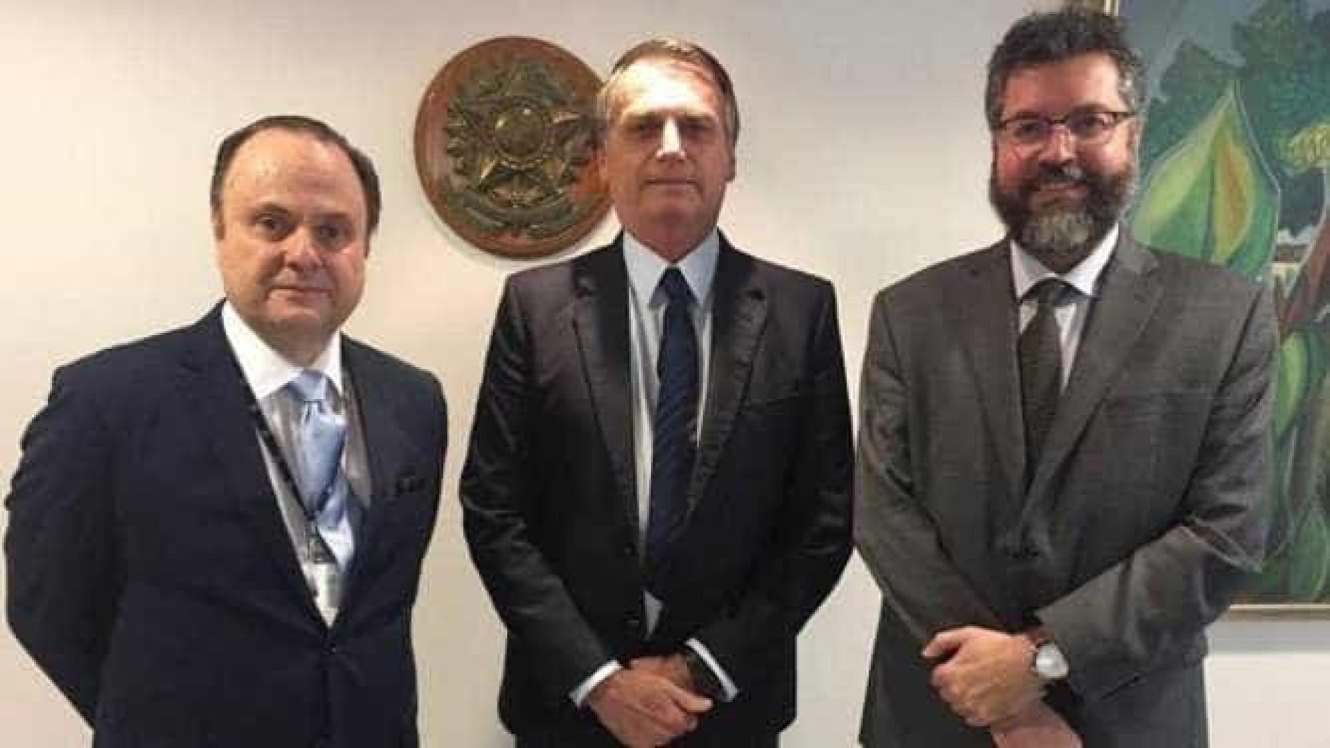 Bolsonaro confirma demissão e se reúne com novo chefe da Apex