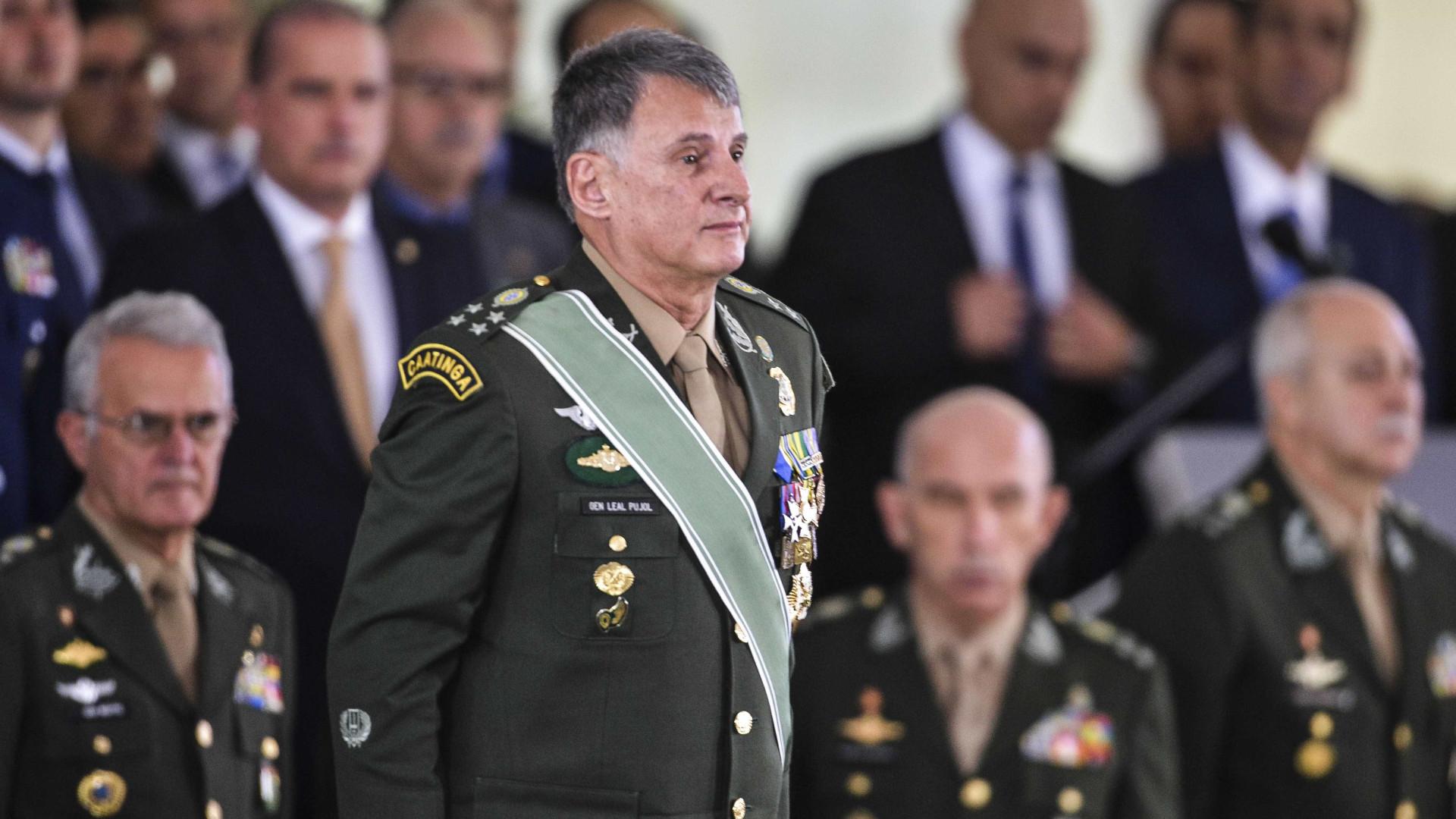 Comandante defende exclusão de militares da reforma da Previdência