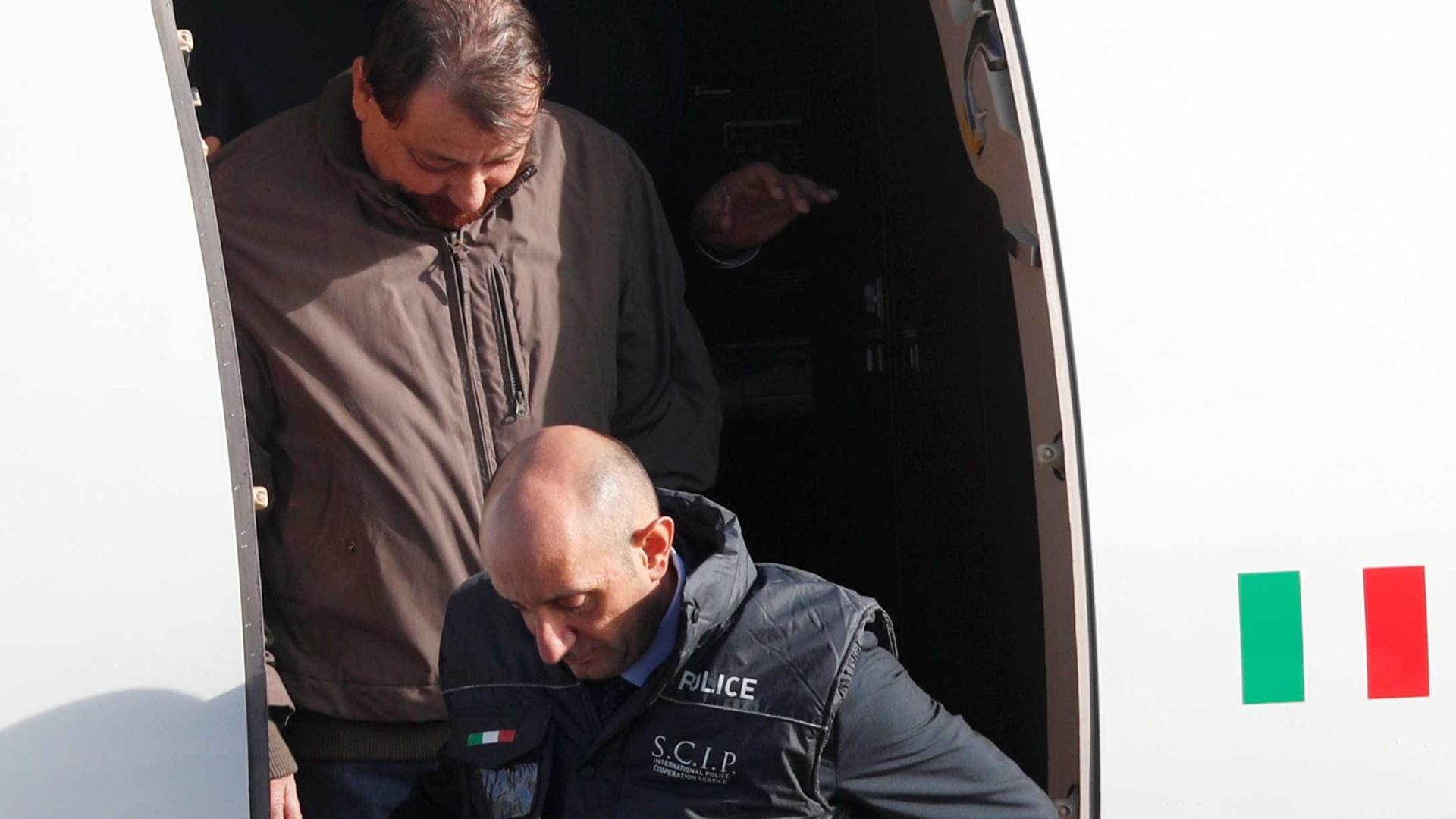 'Hoje termina um ciclo', dizem familiares das vítimas de Battisti