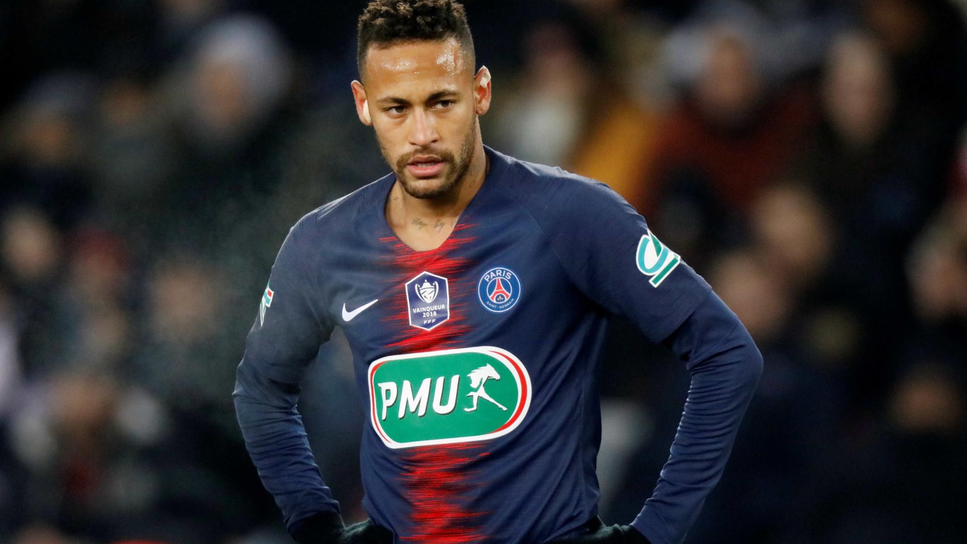 Dani Alves sai em defesa de Neymar após suspeita de lesão
