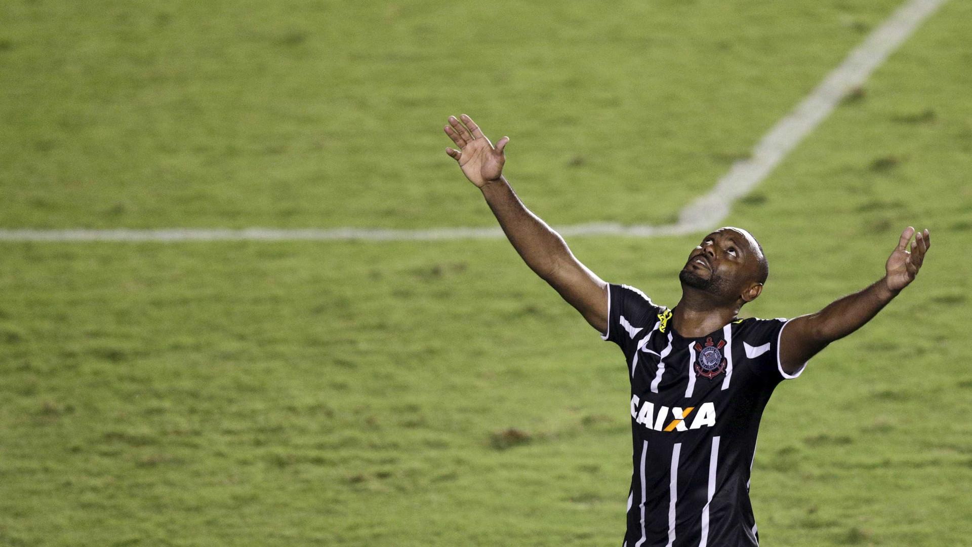 Vagner Love tem chance de reforçar Corinthians em clássico