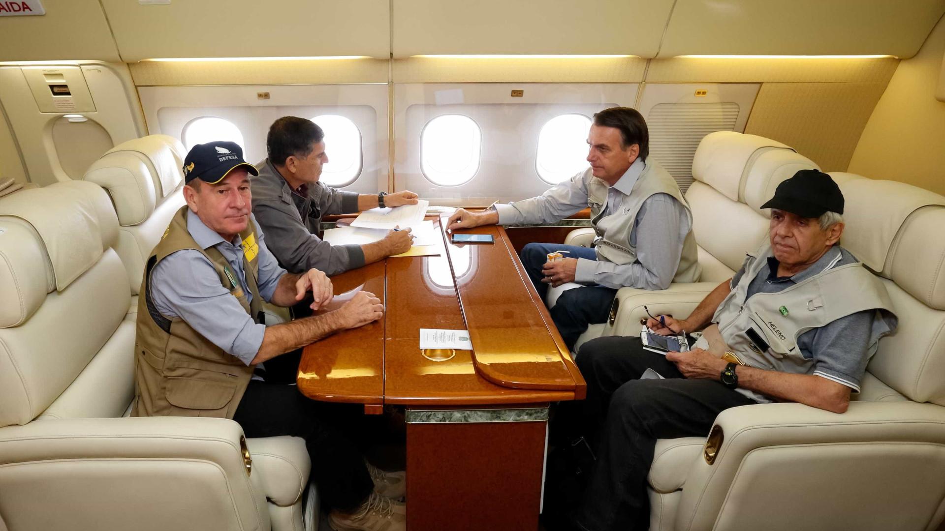 Bolsonaro sobrevoa local da tragédia em Brumadinho
