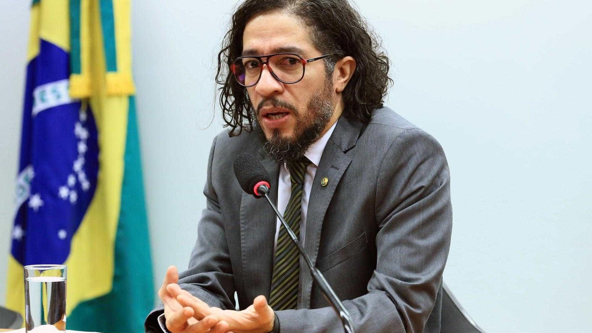 Wyllys pode ser condenado a pagar mais de R$ 100 milhões a Bolsonaro