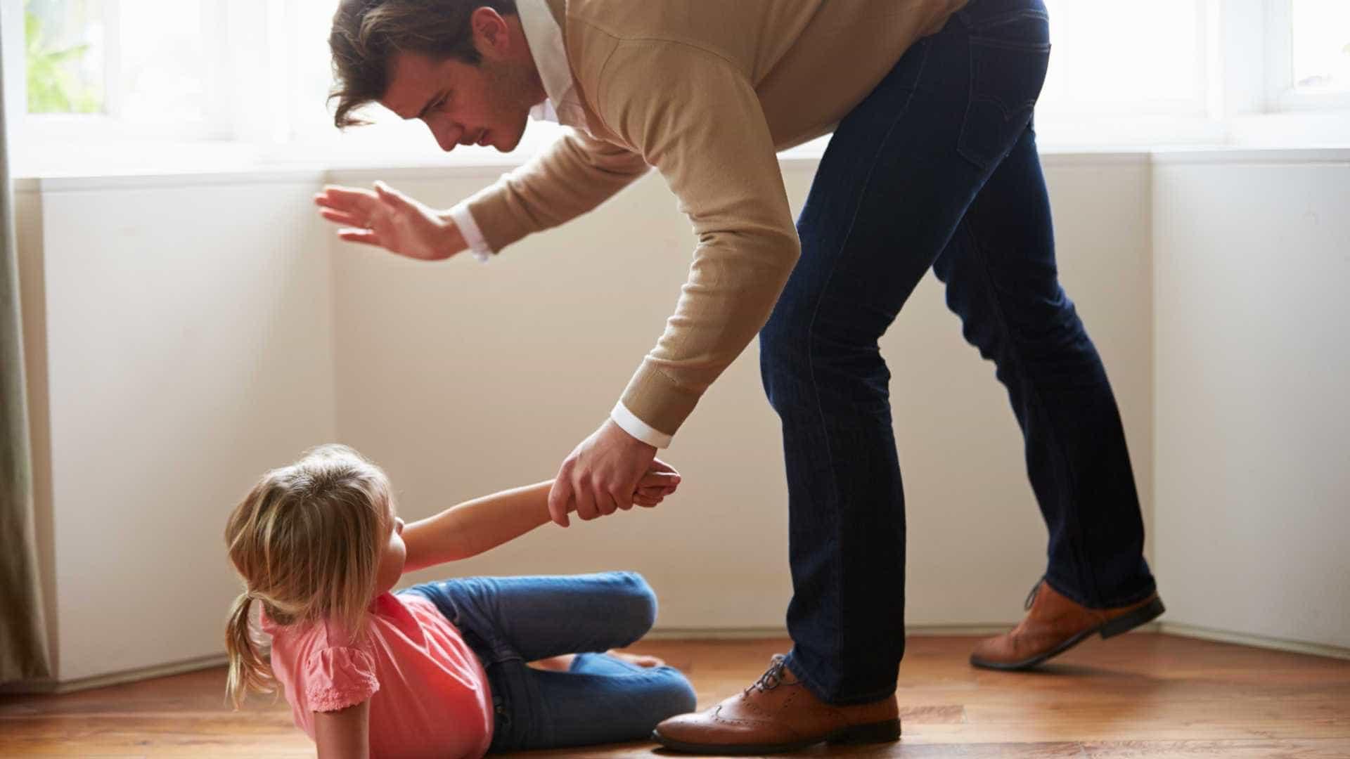 Palmada em crianças torna-as antissociais e desobedientes, diz estudo