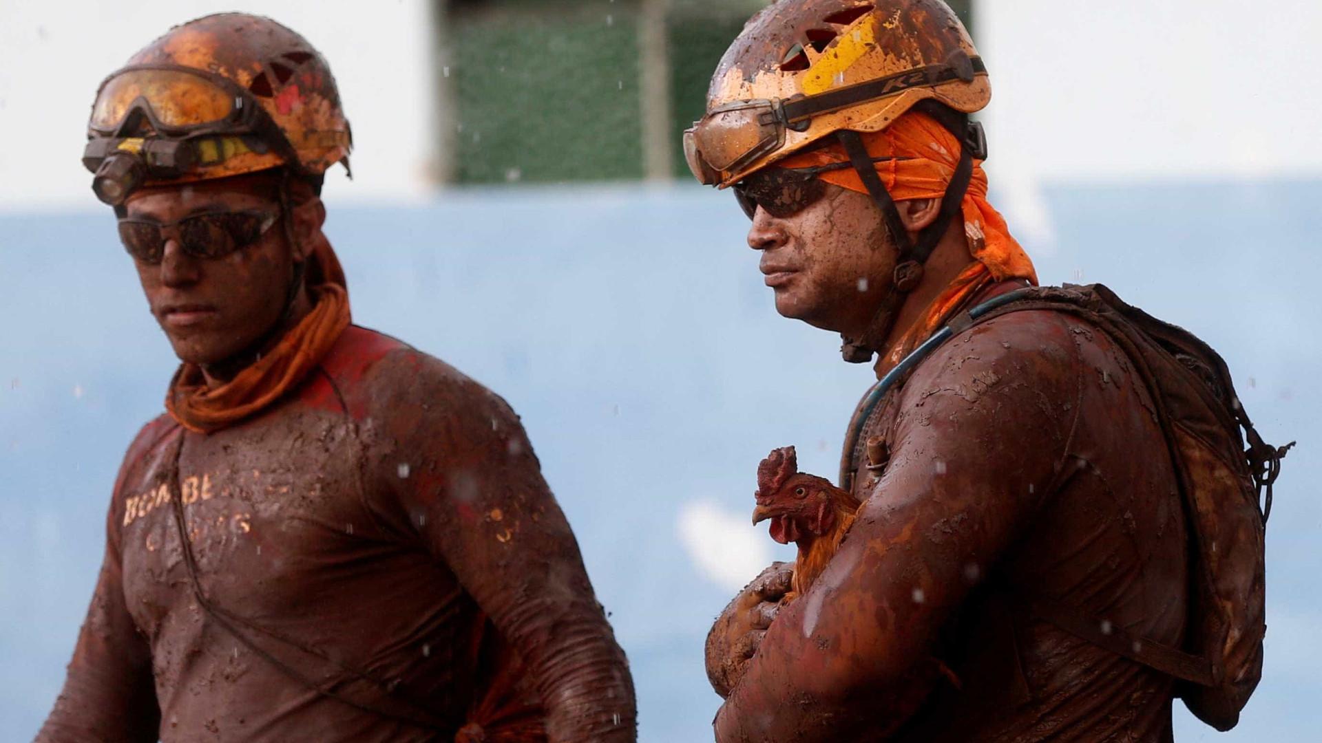 Bombeiros que trabalham em Brumadinho estão com salários atrasados
