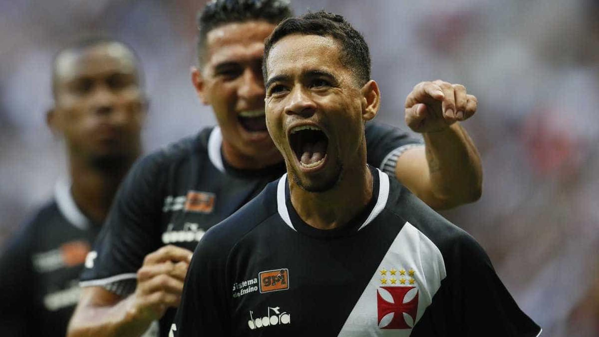 Pikachu marca, Vasco vence o Flu e continua 100% no Carioca