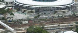 Vazamento abre buraco e fecha vias do Maracanã