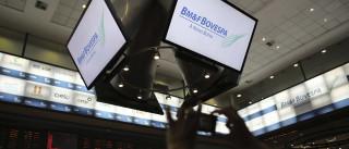 Clima de cautela faz dólar subir para R$ 3,13; bolsa termina em alta