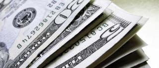 Dólar sobe a R$ 3,29 e Bolsa cai com  cautela externa e petróleo