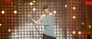 Ricky Martin sensualiza de cueca  em programa de TV; assista