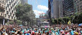 Vendedores ambulantes reclamam das vendas  no carnaval paulistano