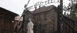 Papa Francisco visita campo de concentração de Auschwitz