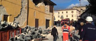 Terremoto de 6 graus deixa mais de 150 mortos  e 368 feridos na Itália