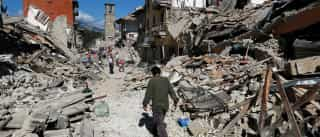 Refugiados se tornam voluntários  em área atingida por tremor