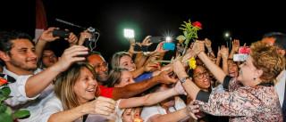 """""""Resisto porque eu tenho que honrar as mulheres do Brasil"""", diz Dilma"""
