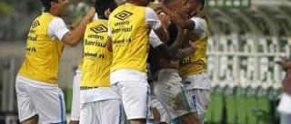 Grêmio aproveita expulsão para eliminar time  misto do Palmeiras