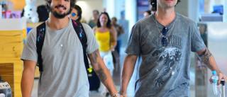 Caio Castro e Marco Luque são flagrados  em clima de 'romance' no Rio
