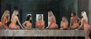 Candidatas a Miss Bumbum chocam ao imitar cena cristã da 'Santa Ceia'