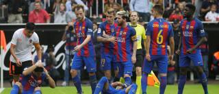 Barça bate Valencia e jogadores levam  garrafada em comemoração