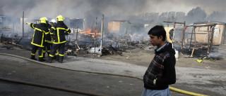 Barracos são incendiados durante  evacuação de imigrantes na França