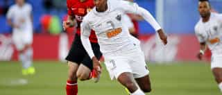 Jô passa em exames e aguarda  assinatura com o Corinthians