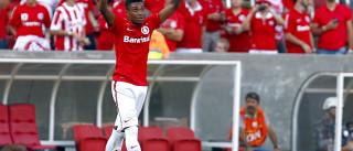 Flamengo acerta salário com Vitinho e aguarda CSKA decidir